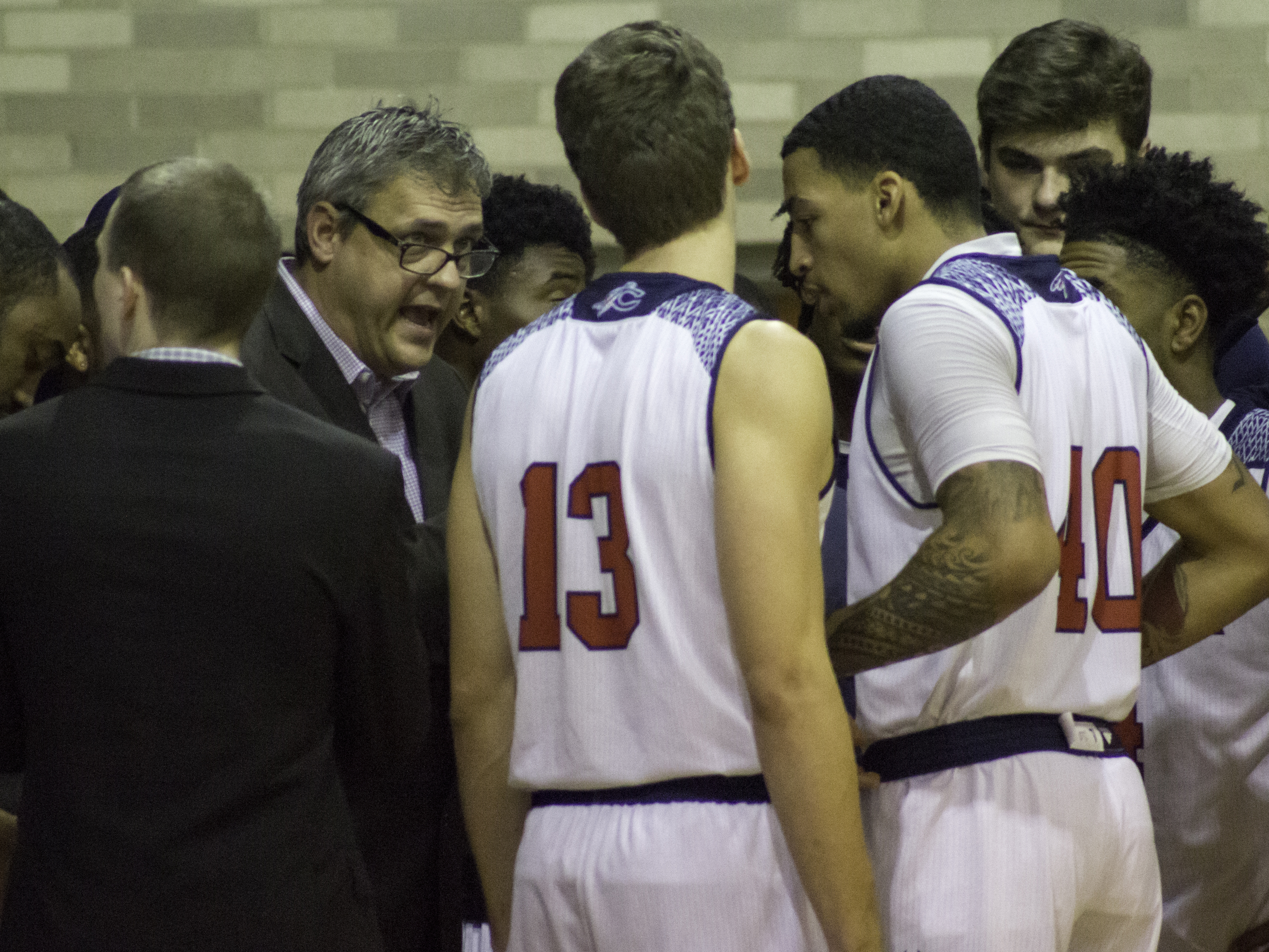 19_MBB_Team_Huddle